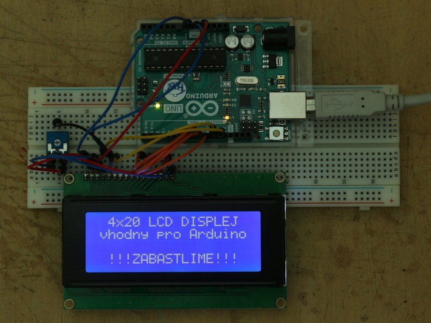 LCD displej 20x4 modrý s podsvětlením a Arduino UNO