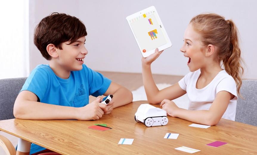 codey-rocky-programovatelny-vyukovy-robot-pro-deti-pobavi-nauci