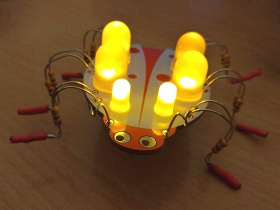 Svítící beruška - kit na bastlení